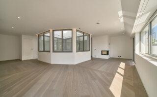 WINEGG-Makler-Eigentumswohnungen-Lehargasse-3-1060-Wien-Wohnzimmer-mit-Kamin